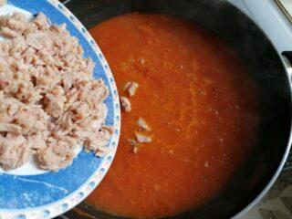 Tagliolini al sugo con tonno e cipolla