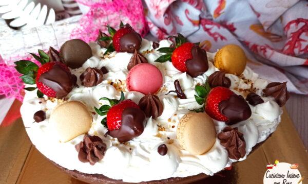 Uovo ripieno di tiramisù alle fragole (con crema pasticcera)