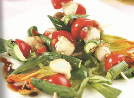 Spiedino di capesante, zucchine e pomodorini