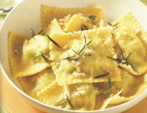Ravioli di farina gialla con ripieno di broccoli