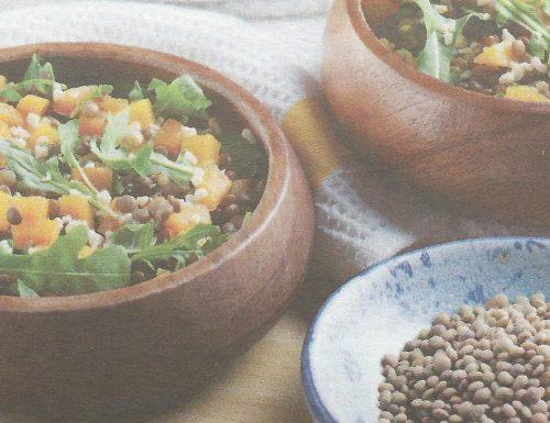 Insalata di lenticchie piccole, rucola e zucca