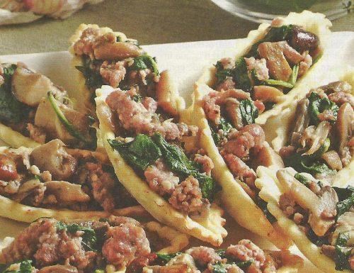 Barchette con funghi e salsiccia