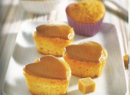 Cupcakes di mandorle con glassa all'amaretto