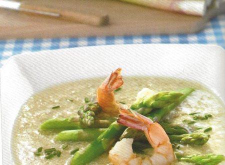 Zuppa di asparagi con gamberi