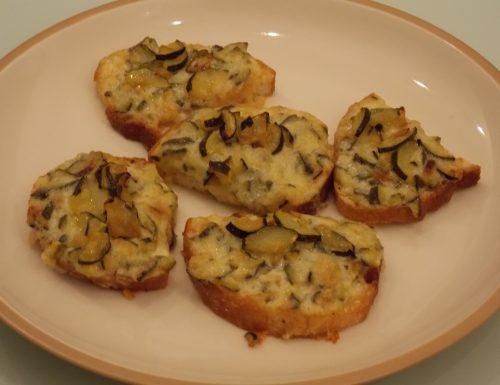 Crostini caldi con zucchine