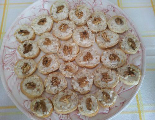 Crostini mascarpone e noci