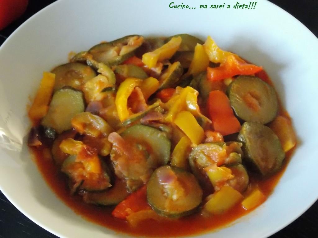 Peperoni e zucchine in tegame