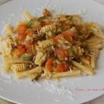 Pasta porcini, zucchine e pomodori