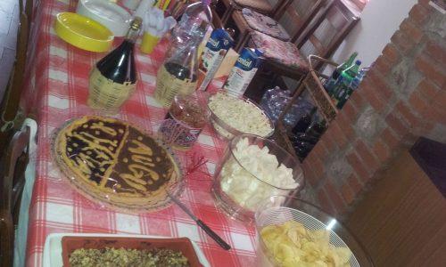 Buffet di compleanno in campagna