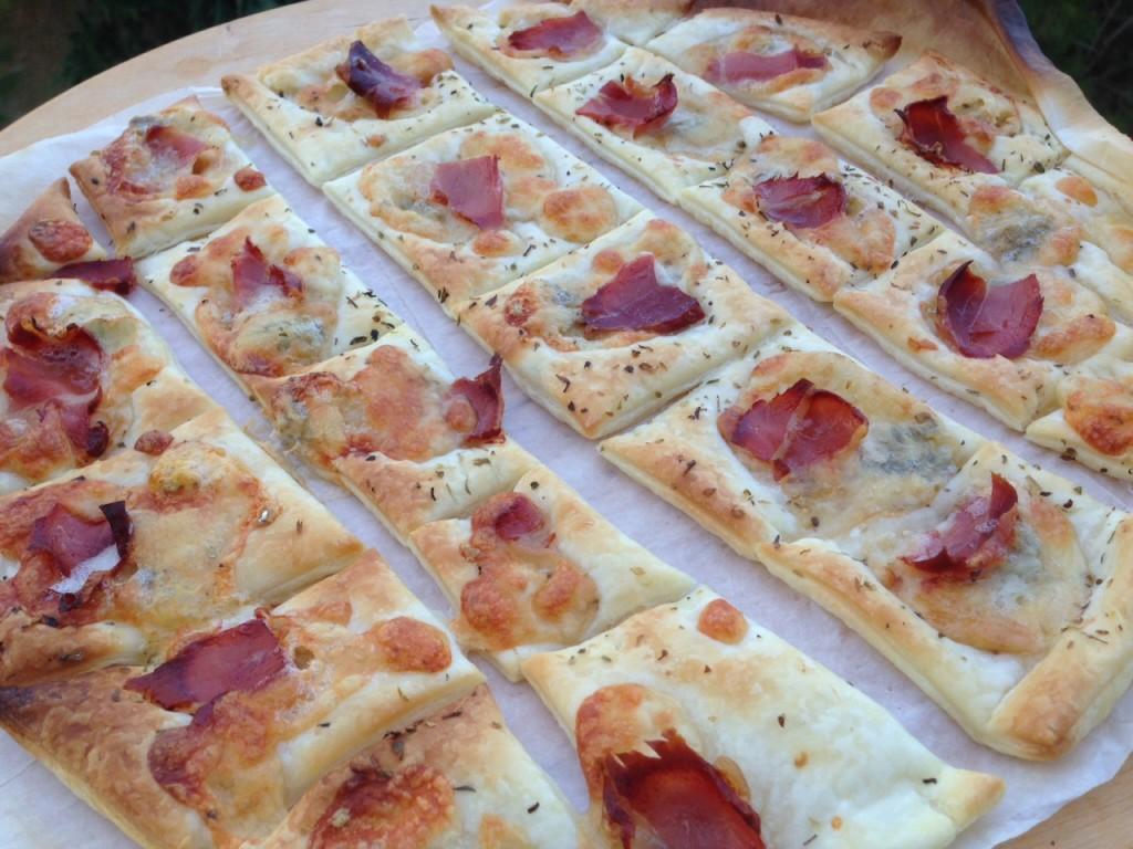 Pizzette di sfoglia bianche | Cucino... ma sarei a dieta!!!