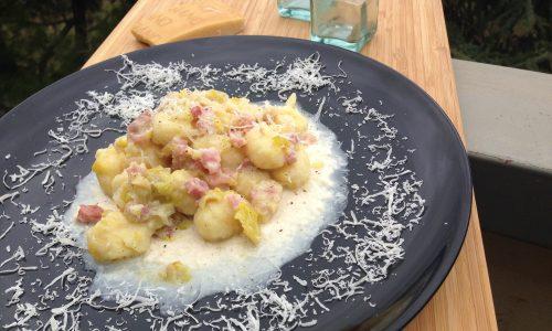 Gnocchi porri e pancetta in fonduta di parmigiano