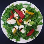 Insalata rucola, peperoni e mozzarella light