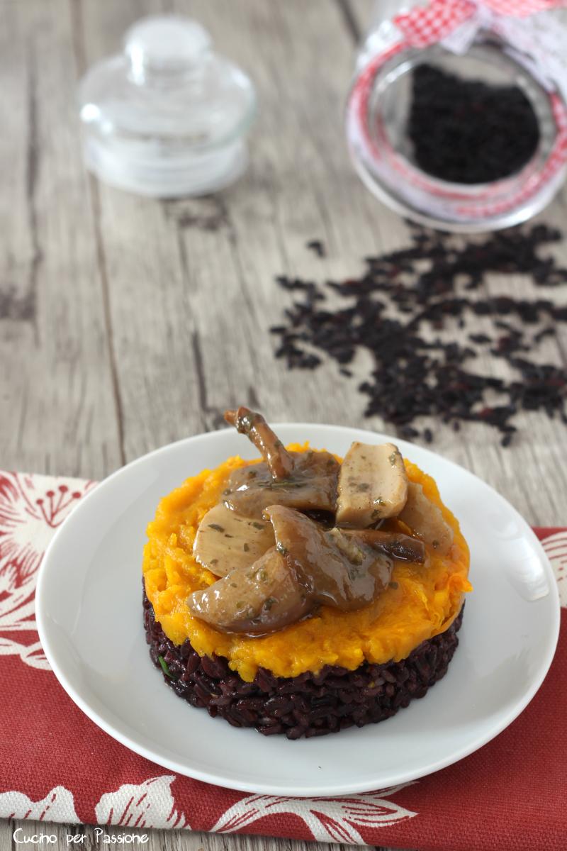 Tortino di riso venere crema di zucca e funghi