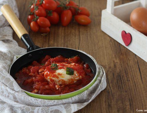 Uovo in camicia ricetta al pomodoro