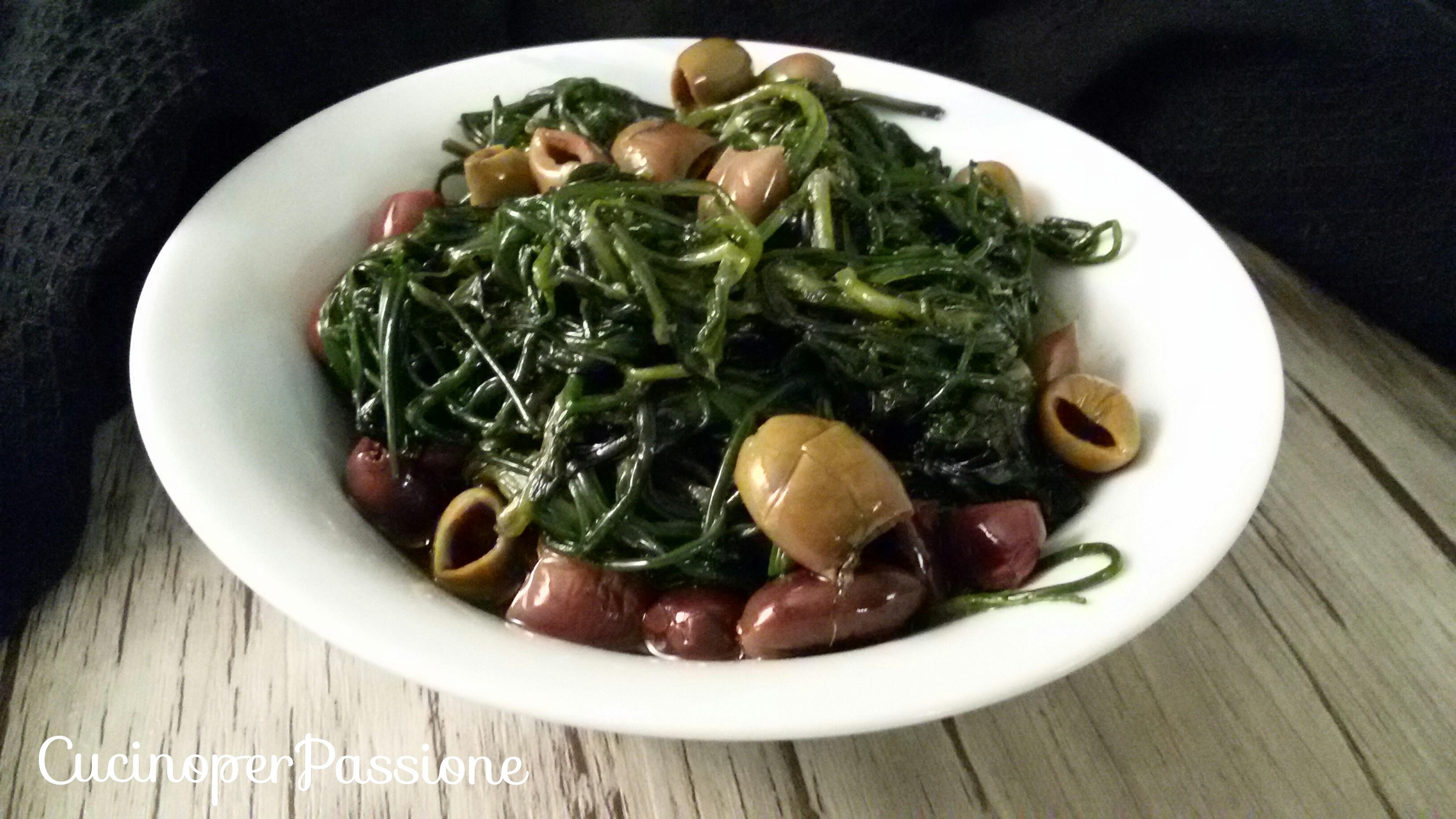 Agretti ricetta con olive taggiasche
