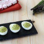 Uova ripiene di crema d'asparagi
