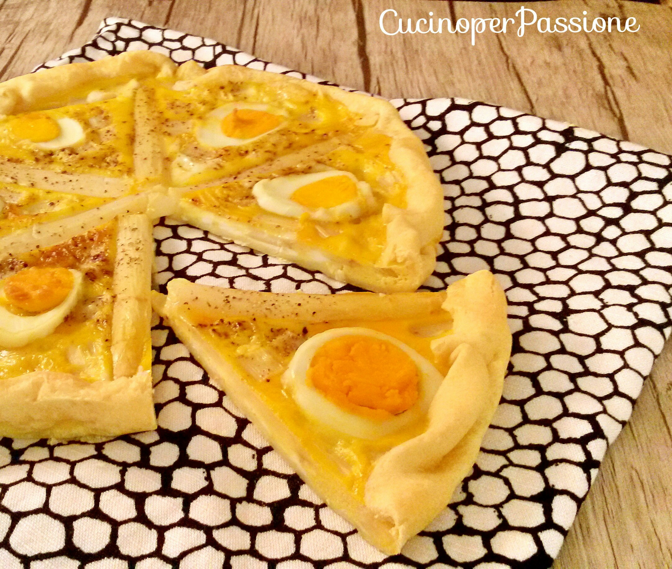 Torta salata uova e asparagi