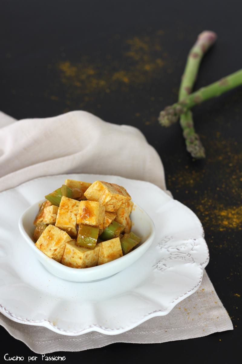 Tofu e asparagi e spezie