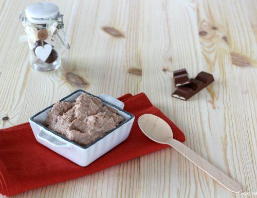 Crema kinder cioccolato veloce e ottima per tanti dolci