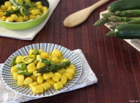 Gnocchi allo zafferano con zucchine e asparagi