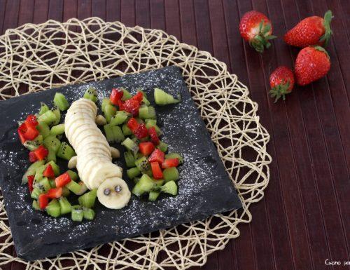 Composizione di frutta, bruco