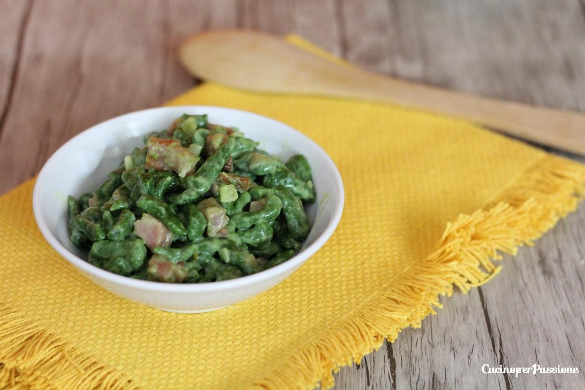 Spatzle ricetta tirolese con panna e speck