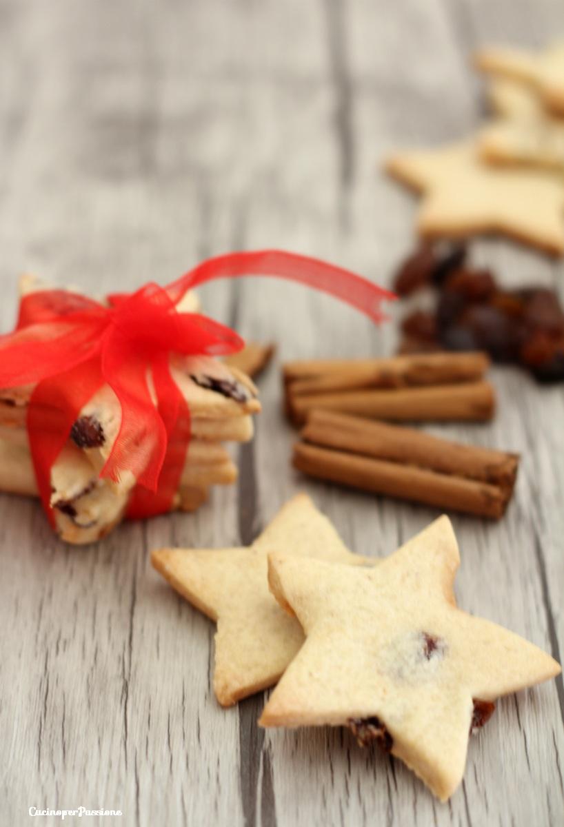 Ricetta Biscotti di Natale Cannella e Uvetta