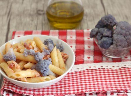 Pasta con crema di cavolfiore viola e tonno