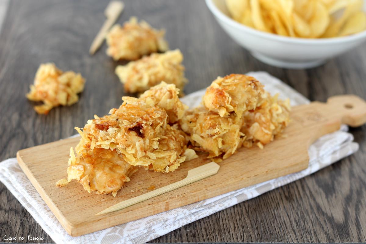 Bocconcini di pollo impanati con patate fritte