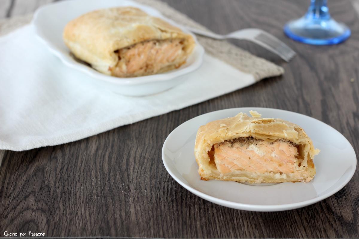 Filetto di salmone in crosta e crema di funghi porcini