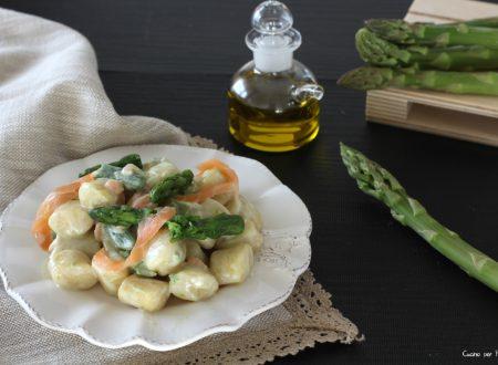Gnocchi con asparagi e salmone