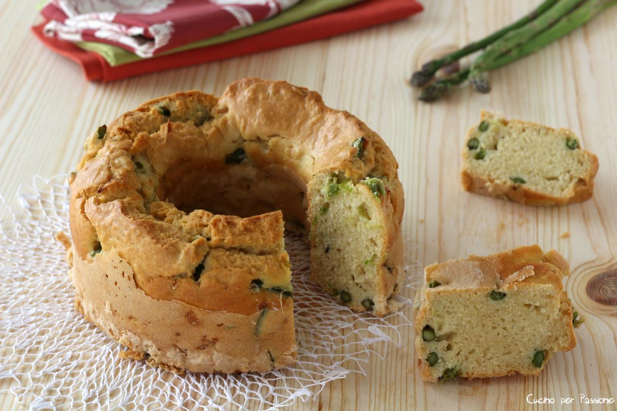Ciambellone rustico salato con asparagi