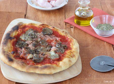 Pizza prosciutto e funghi fatta in casa