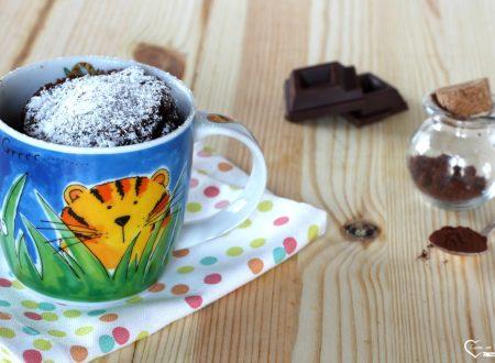 Torta in tazza al microonde al cioccolato