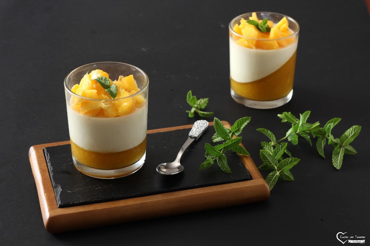 Panna cotta al mango in bicchiere