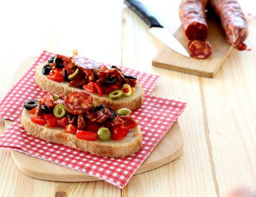 Bruschette con salsiccia calabrese piccante
