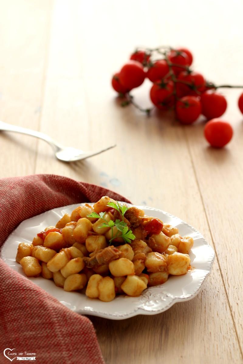 Gnocchi con sugo di granciporro ricetta facile