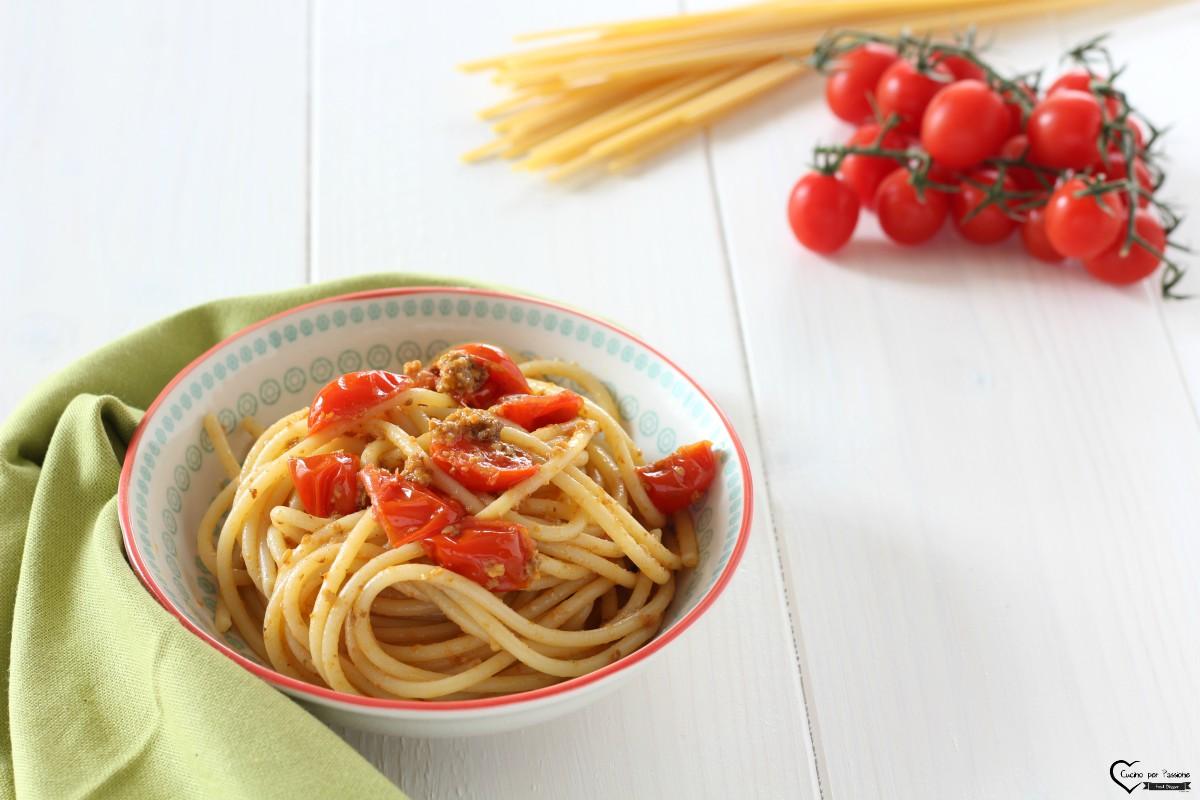 Pasta con i ricci di mare e pomodorini