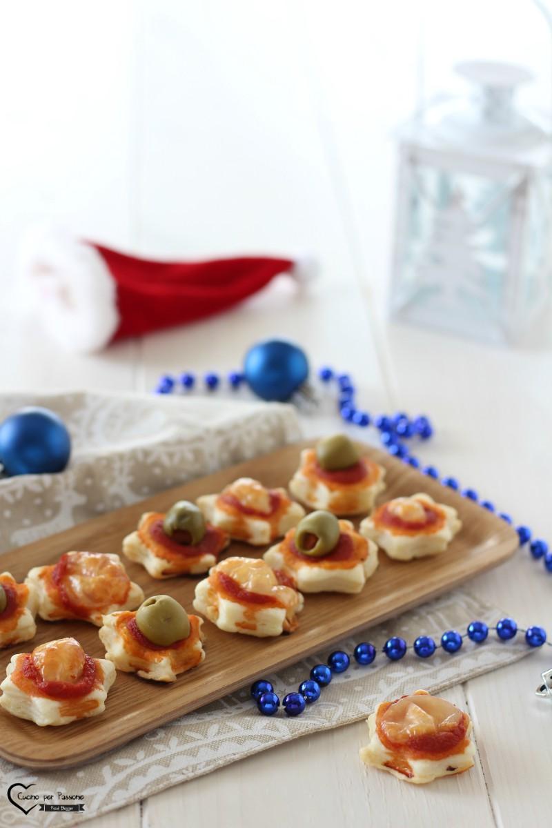 Pizzette di pasta sfoglia per Natale