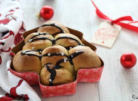 Albero di natale di pan brioche al cioccolato