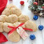 Albero di Natale fatto con palline di pane