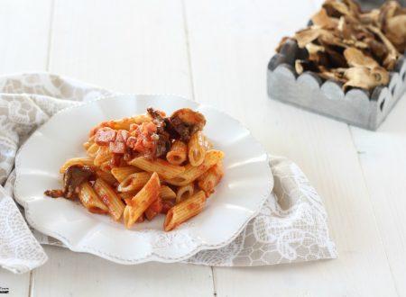 Pasta con funghi porcini secchi e speck