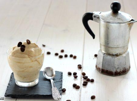 Crema fredda al caffè dolce al cucchiaio