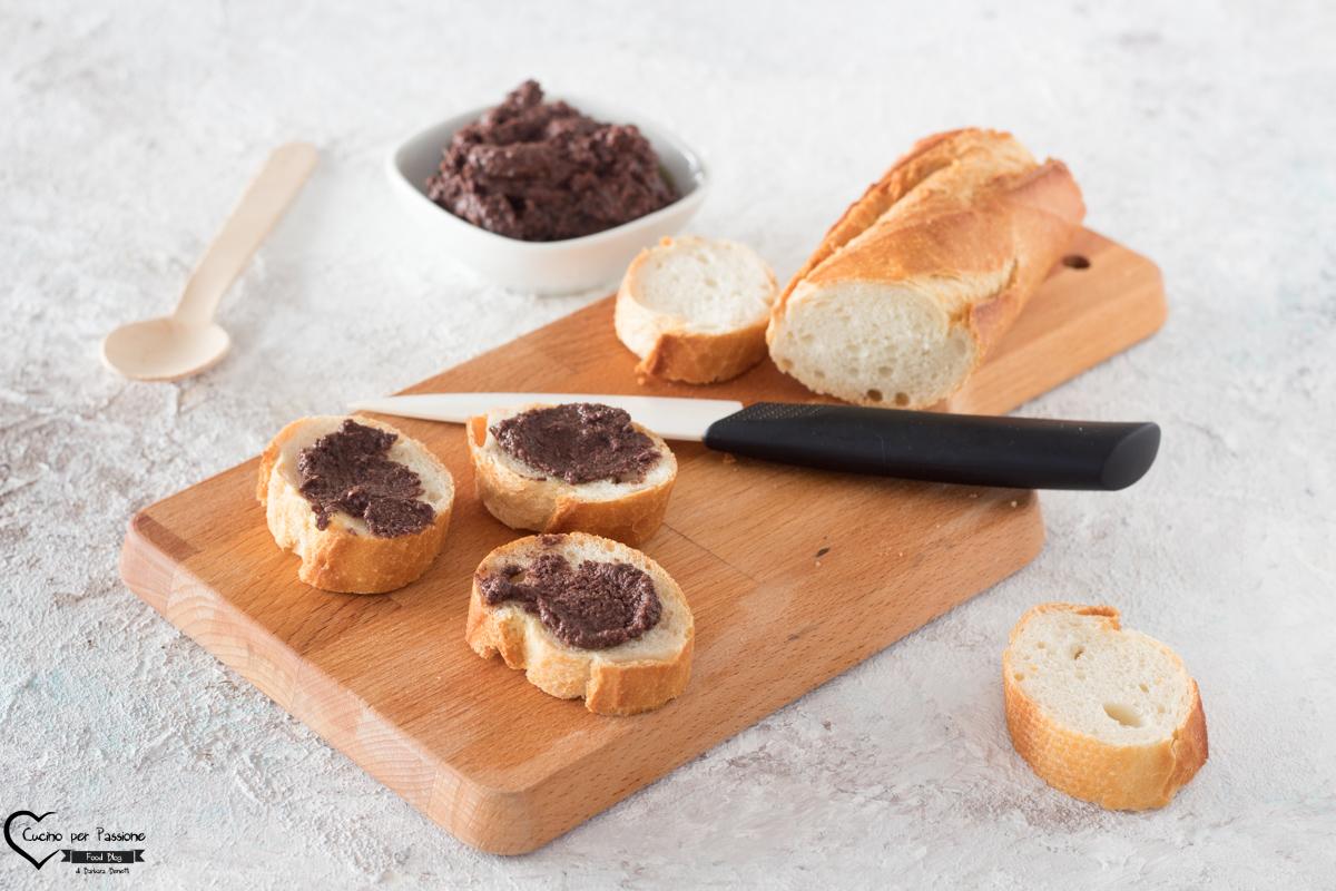 Patè di olive nere facile e veloce