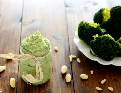 Pesto di broccoli senza formaggio