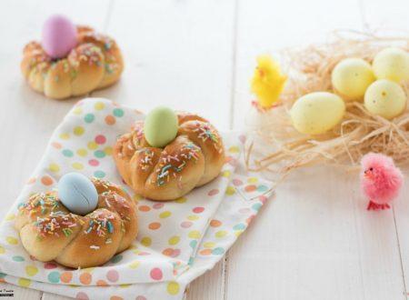Coroncine di Pasqua con pasta brioche al miele
