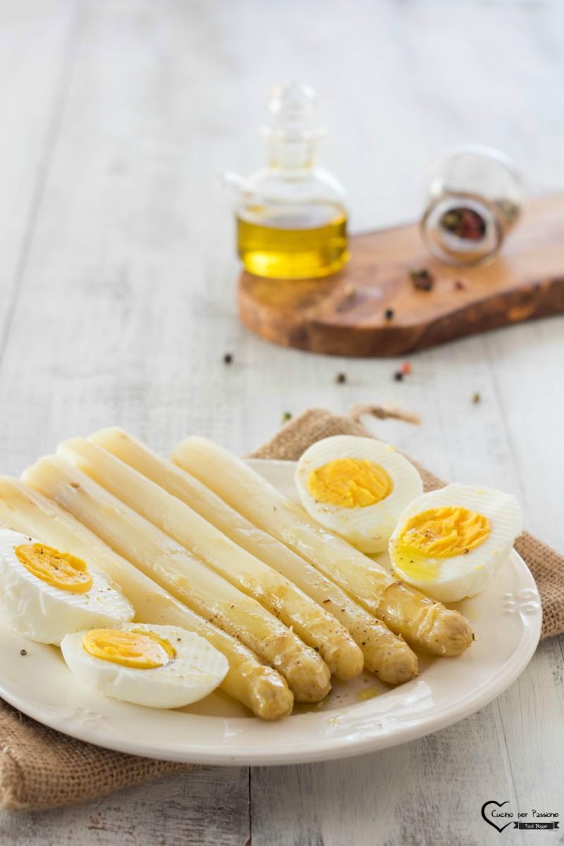 Asparagi con uova alla veneta