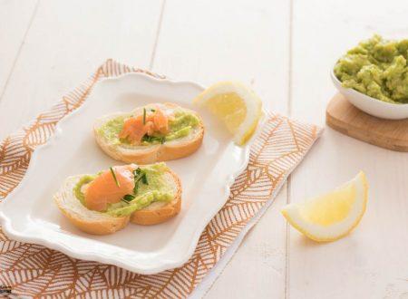 Crostini con salmone e avocado