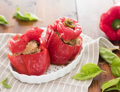 Peperoni ripieni di carne in padella