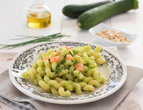 Pasta pesto zucchine e gamberetti